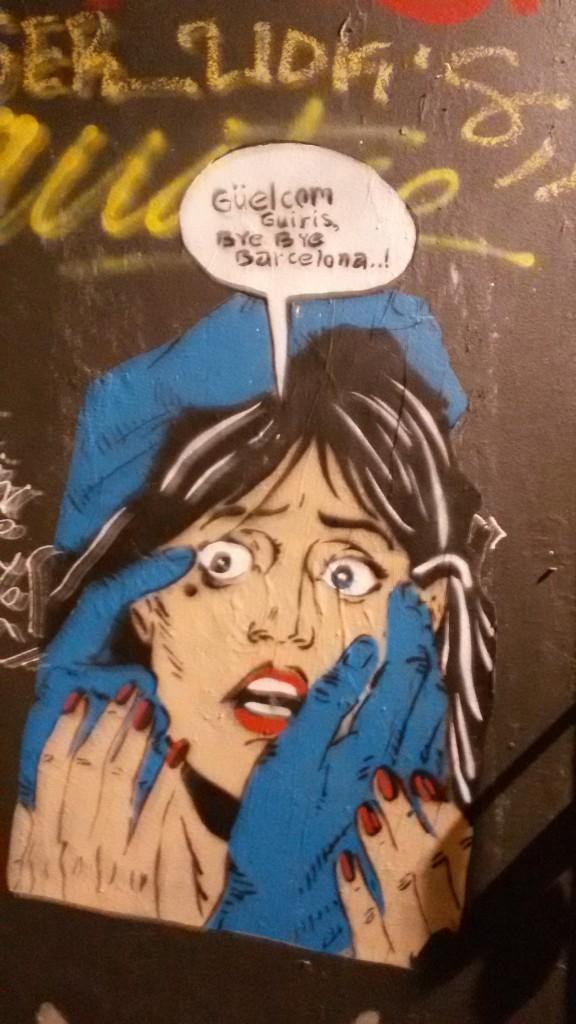 Graffiti en una calle de ciutat vella